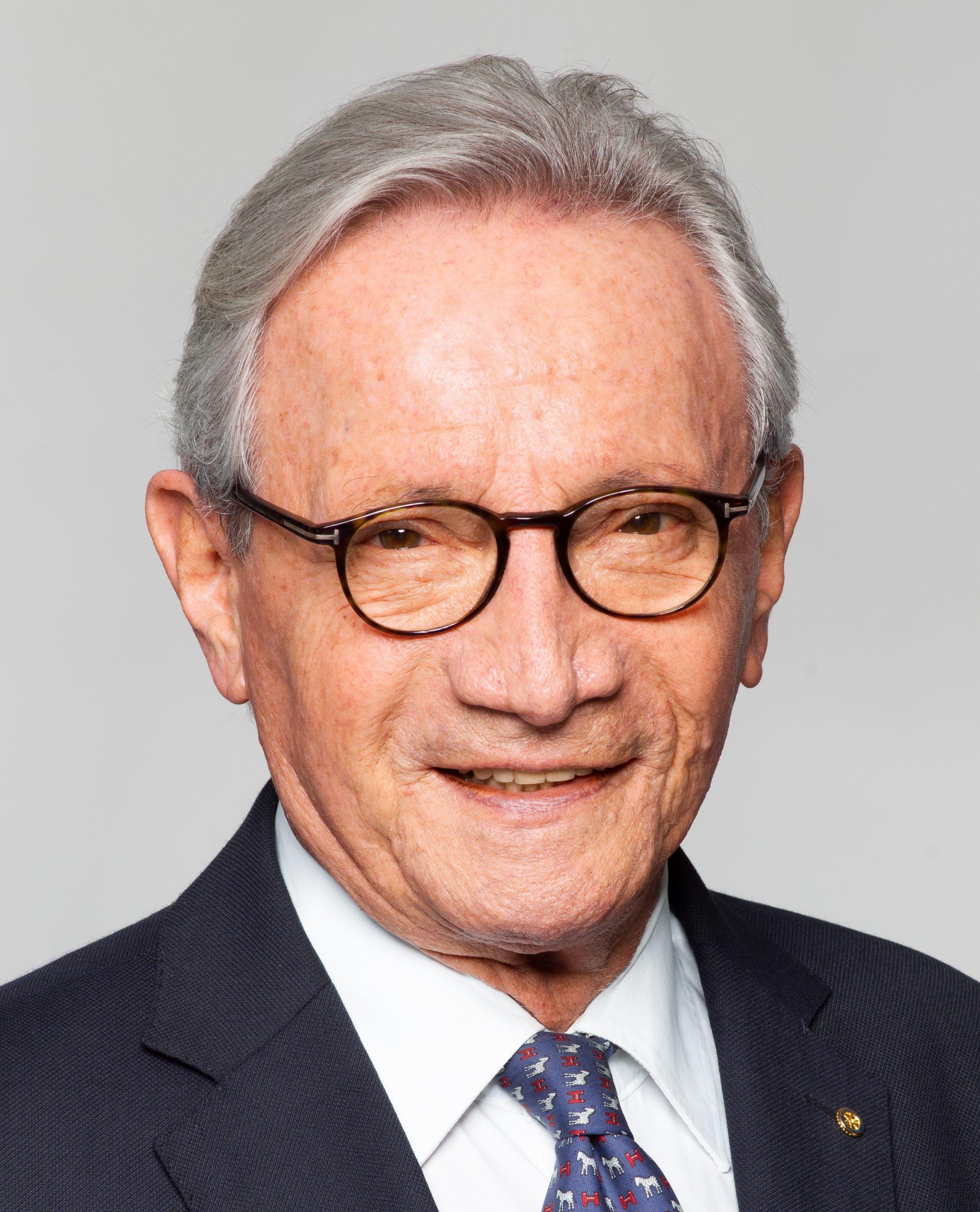 Dr. Helmut Baur
