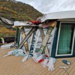 Fahrgastkabinenschiff kollidiert aufgrund einer Sturmböe mit Eisenbahnbrücke